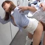 【美人OLに痴漢レイプ】通勤途中の美人OLのパンツスーツを切り裂いてレイプ