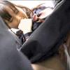 【オマ○コ触らないで…】満員電車のロリ女子高生の周りの痴漢が生挿入してきた